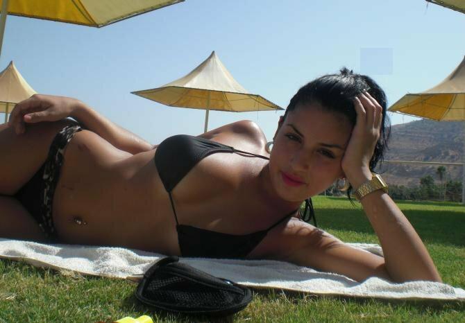 Арабские девушки не стесняются заливать в фейсбук свои откровенные фото